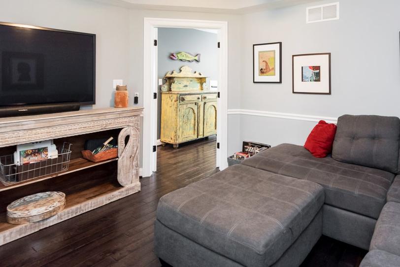 clover-oak-co-stagedtolive-arnoldmd-familyroom1.jpg