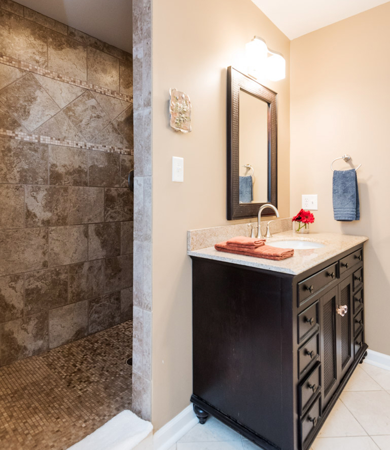 clover-oak-co-stagedtolive-arnoldmd-bathroom2.jpg