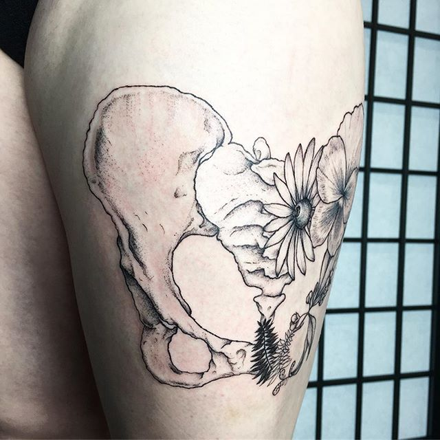 A female human pelvic bone and florals for Jacqueline from the other day. Thank you for recognizing the healing power artistic expression has, and for bringing it to facets of the community who might not otherwise have access to it. Art heals. Art is important. Creativity, process, making, exploration of self through materials, these things should be accessible to everyone. Thank you for seeing that 🌙 #tattoo #apprentice #tattooapprentice #apprenticetattoo #pelvis #pelvicbone #floral #blackeyedsusan #pansy #fern #weirdandwonderful #seattle #pnw #fremont #anatomy #tygerwolftattoo #inkedgirls #womeninspiringwomen #artisforeveryone #makeartaccessible #artheals #womenwhotattoo #girlswhotattoo #thefutureisfemale