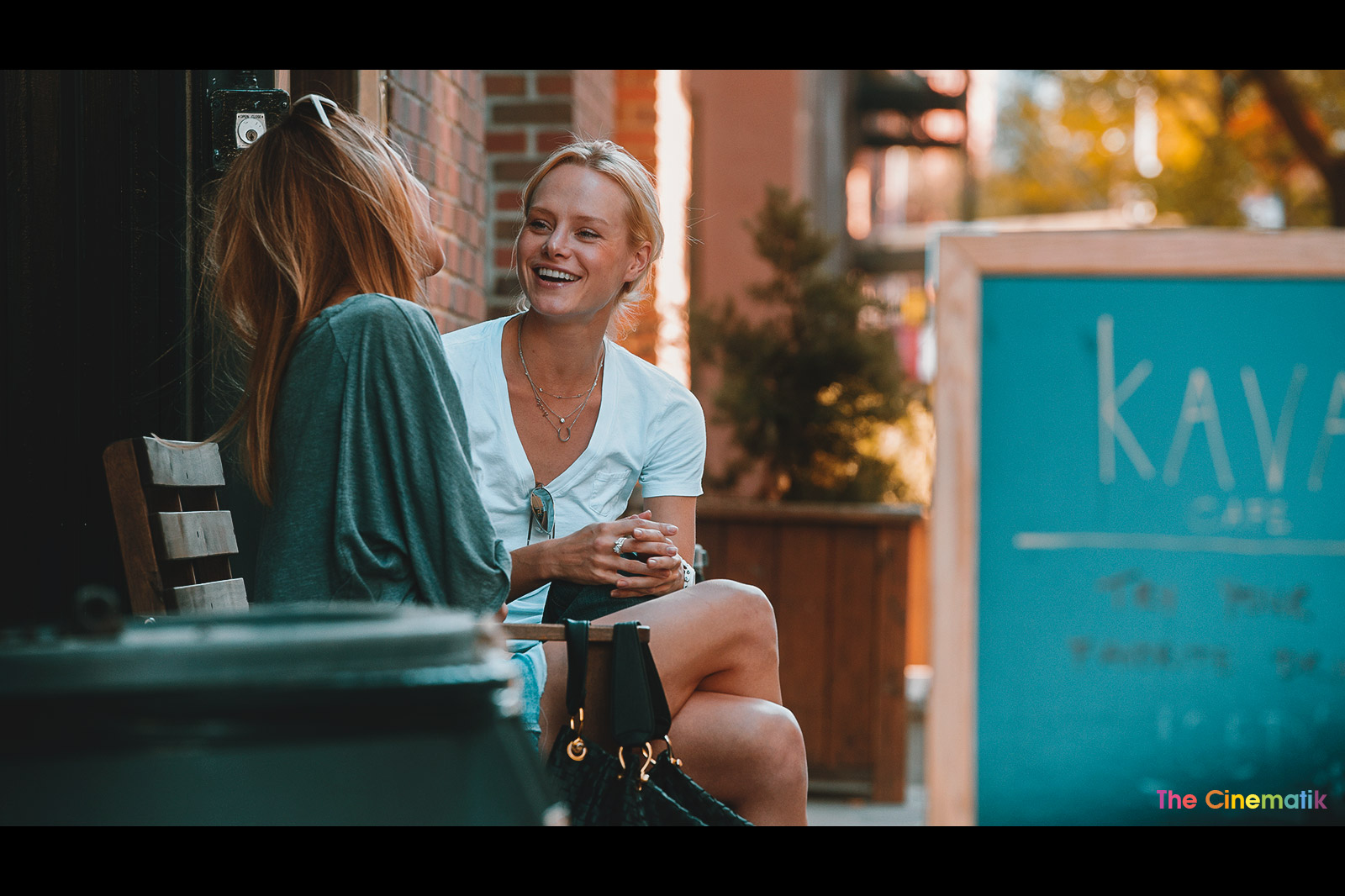 Copy of 2 models chatting smiling at coffee terrace in Greenwich village New York Cinematic photography by Kamal Lahmadi / The Cinematik
