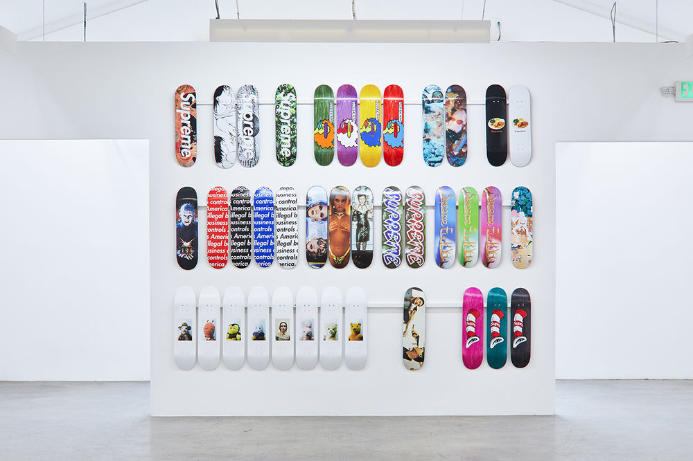 https_%2F%2Fhypebeast.com%2Fimage%2F2018%2F11%2Fsupreme-skate-deck-accessory-collection-inferno-exhibition-10.jpg