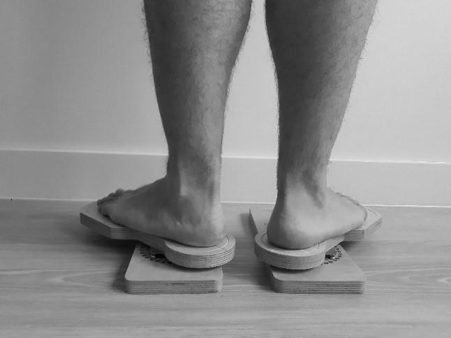 Kuva: Oonasofia Saukkonen. Functional Footprints ja aukikierron mittaaminen takaa.