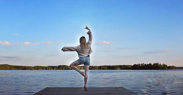 Happy International Dance Day! 😍  Onnellista kansainvälistä tanssin päivää! 💛  #internationaldanceday #dance #dancephotography #dancephoto ##internationaldancecouncil