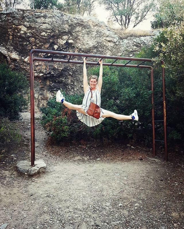 """Soon back to """"normal"""" (what ever that means) but before that still some days of relaxing without schedules. Here some supplementray training Athens, Greece. ❤☀️ Where did you dance this summer? 😍  Pian paluu """"normaaliin"""" arkeen (mitä se sitten tarkoittaakaan) mutta vielä joitakin päiviä otetaan rennosti ilman aikatauluja. Kuvassa oheisharjoittelua Kreikan Ateenassa. ❤☀️ Missä sä tanssit kesällä? 😍  #dance #dancer #vacation #danceblog #healthydancer #supplementarytraining  #strengthandconditioning #dancesearchblossom"""