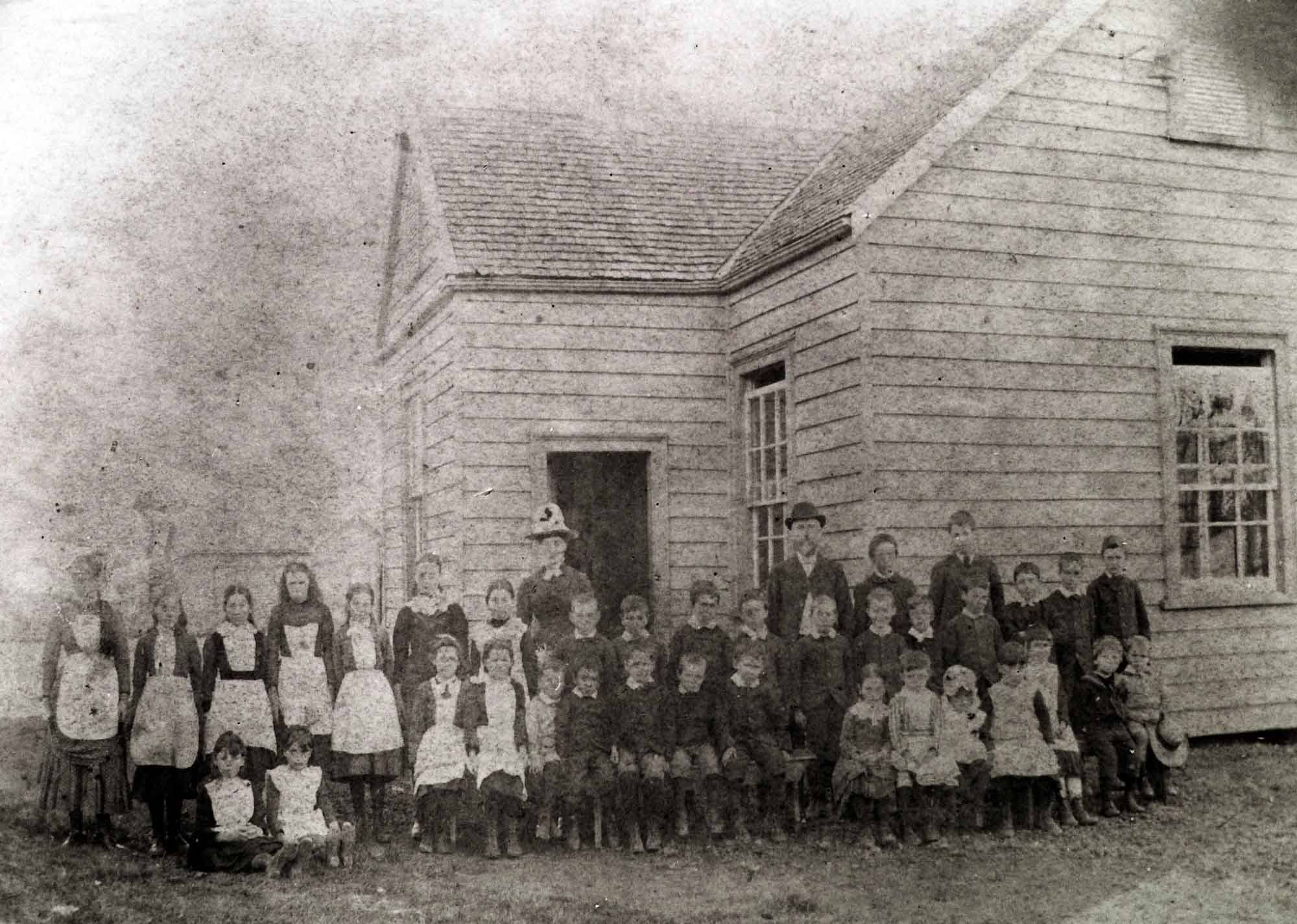 Teachers and pupils outside Woodside School, ca 1905.   (Manurewa Historical Society/Auckland Libraries Footprints 01207)