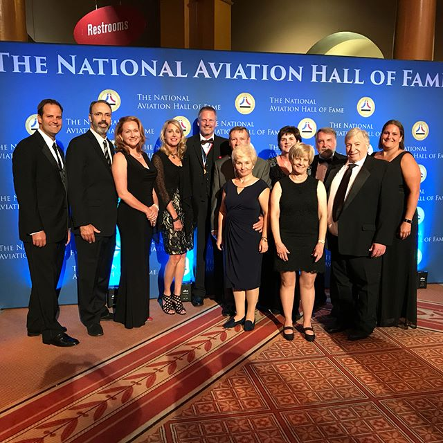 A great night at the National Aviation Hall of Fame gala. It was wonderful to be in the room with so many aviation legends and share a table with @CirrusAircraft & @msmatthews3  Good times had by all. #cirruslife #NationalAviationHallofFame #TFAFallColors