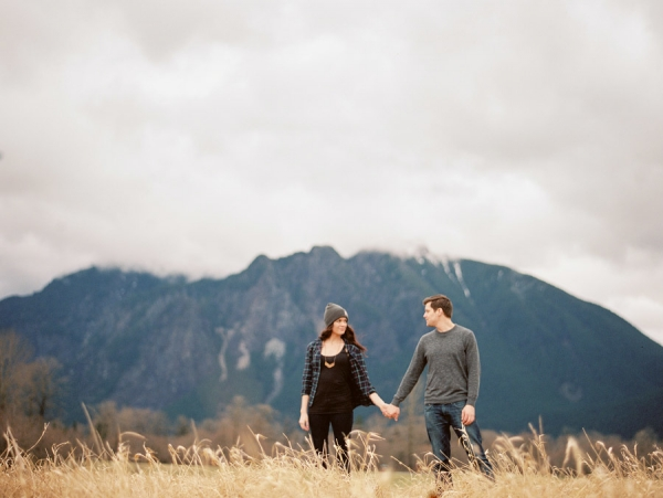 This mountain engagement photo is just too sweet!