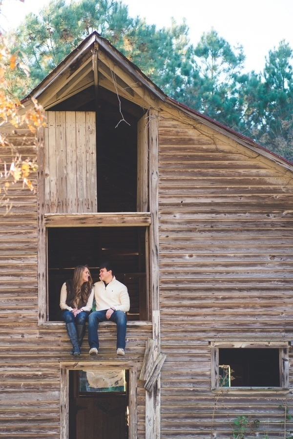 Engagement photos in a barn