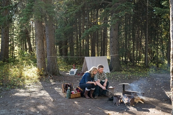 Cozy & rustic camping themed engagement photos. Love this for my own session one day!
