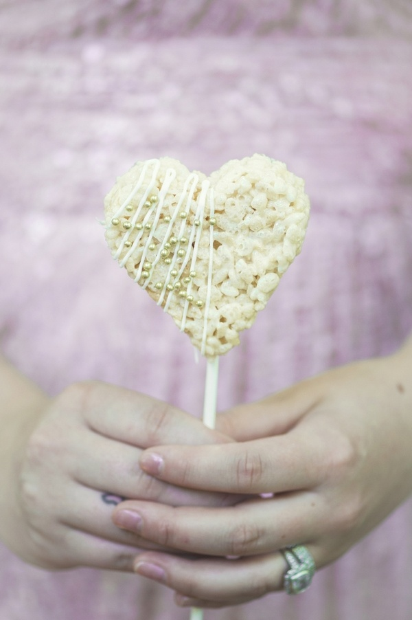 Rice krispy treat lollipop, perfect for valentine's day!