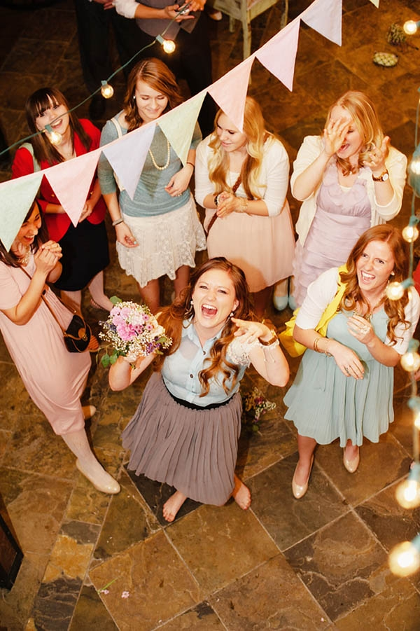 Photo by  Jessie Alexis Photography / Smile -- you're about to learn how to set up a wedding budget!