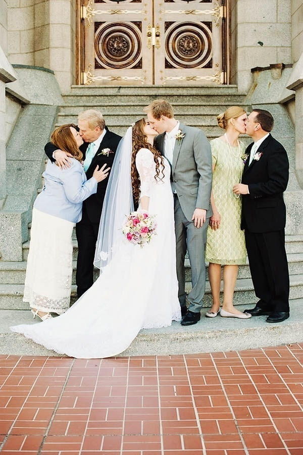 Photo by  Jessie Alexis Photography / Use these handy tips to set up your own wedding budget!