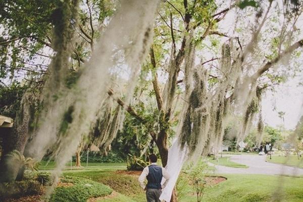 Bride groom first look romantic photo