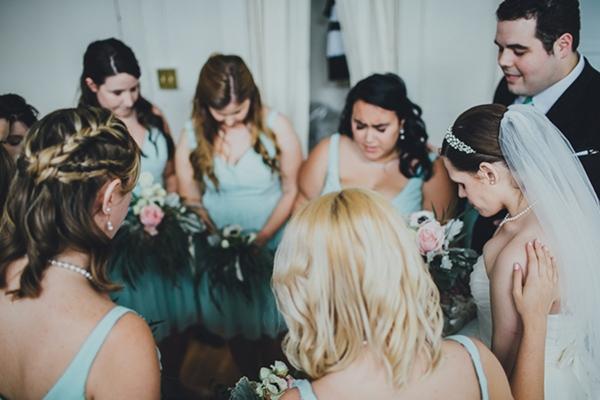 bride bridesmaid prayer photo idea