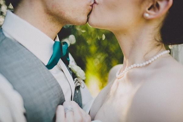 Elegant DIY wedding bride & groom kiss