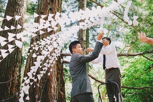 Setting up a gorgeous wedding ceremony backdrop