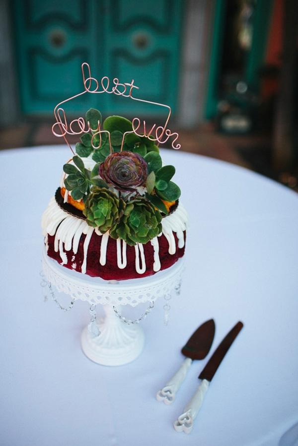Adorable wedding bundt cake. So pretty!
