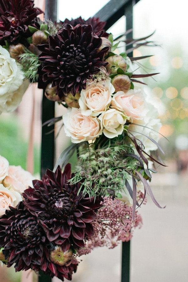 Photo by  Canary Grey Photography via  Style Me Pretty