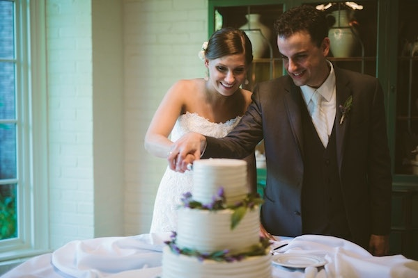 Adorable cake cutting moment!
