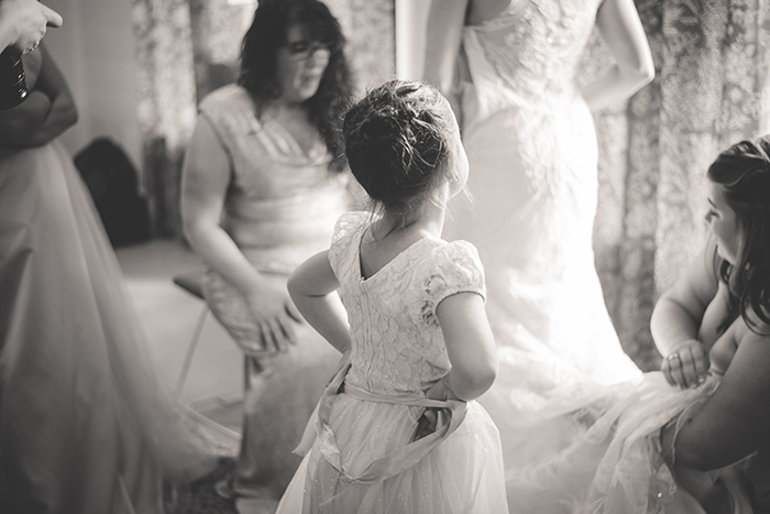 Sweet photo of the bride and flower girl getting ready