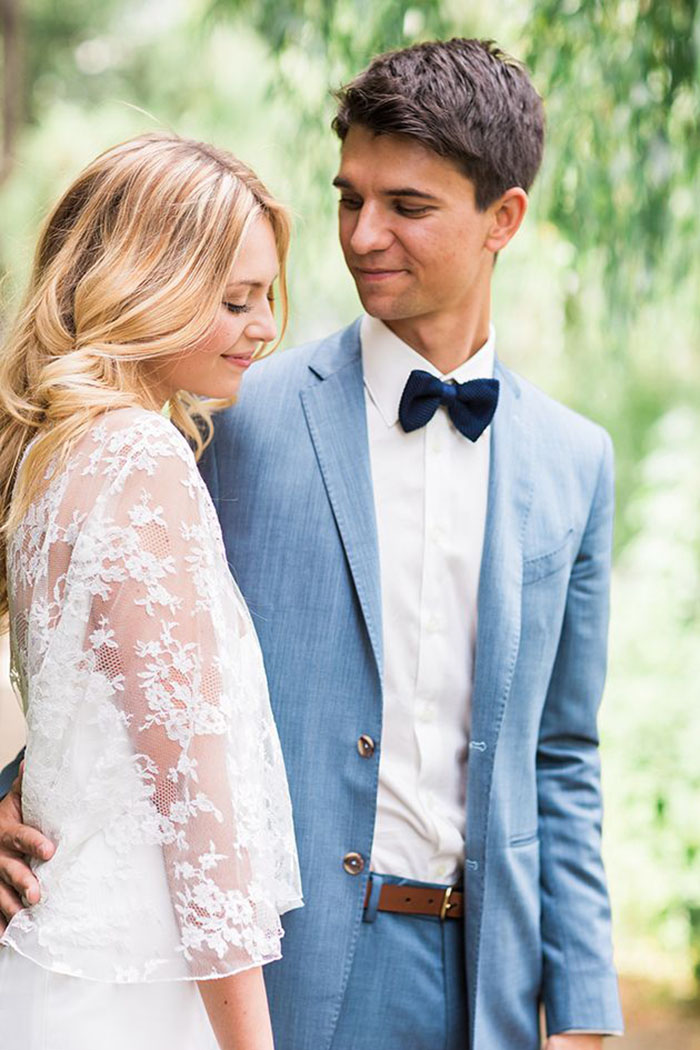 Photo by  Ashley Ludaescher Photography via  Bridal Musings