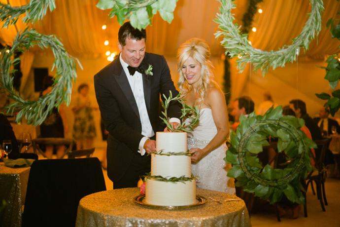 Cutting the cake wedding photo