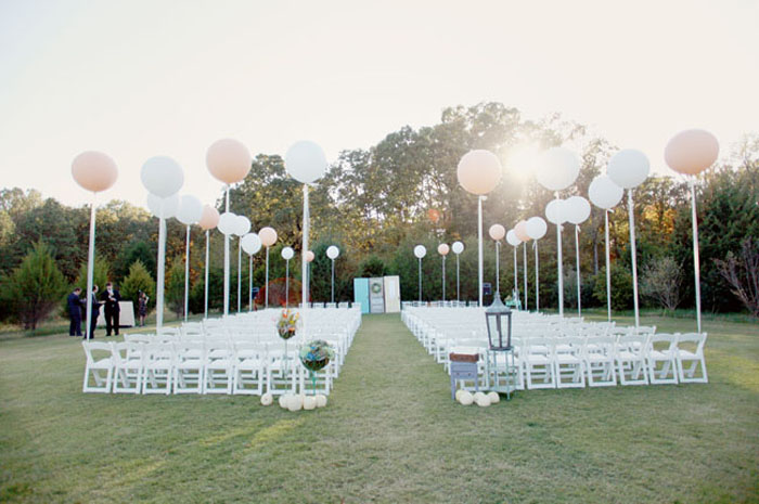 Photo by  Simply Bloom Photography via Green Wedding Shoes