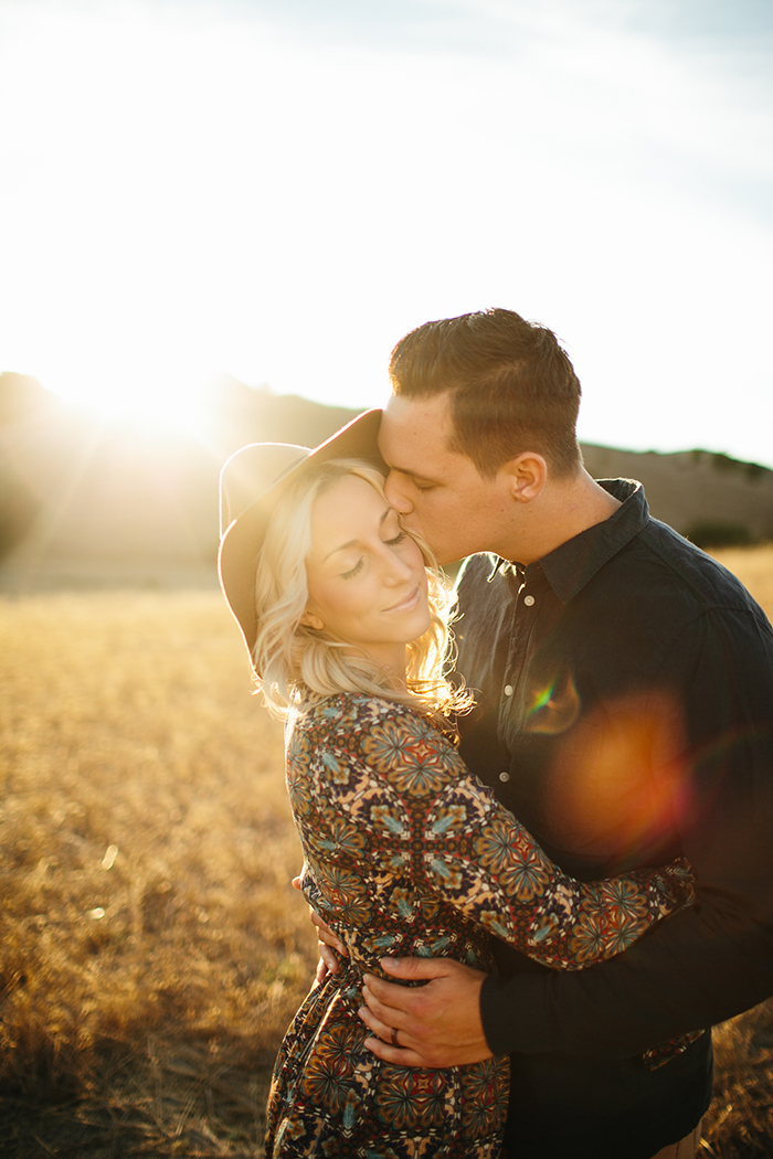 Boho golden hour anniversary photos for a gorgeous couple!