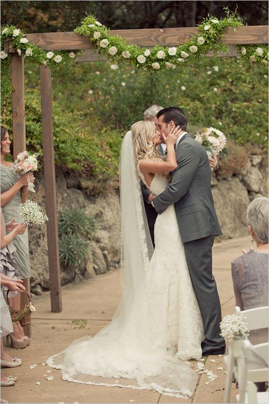 Photo by  Carlie Statsky  via  Wedding Chicks