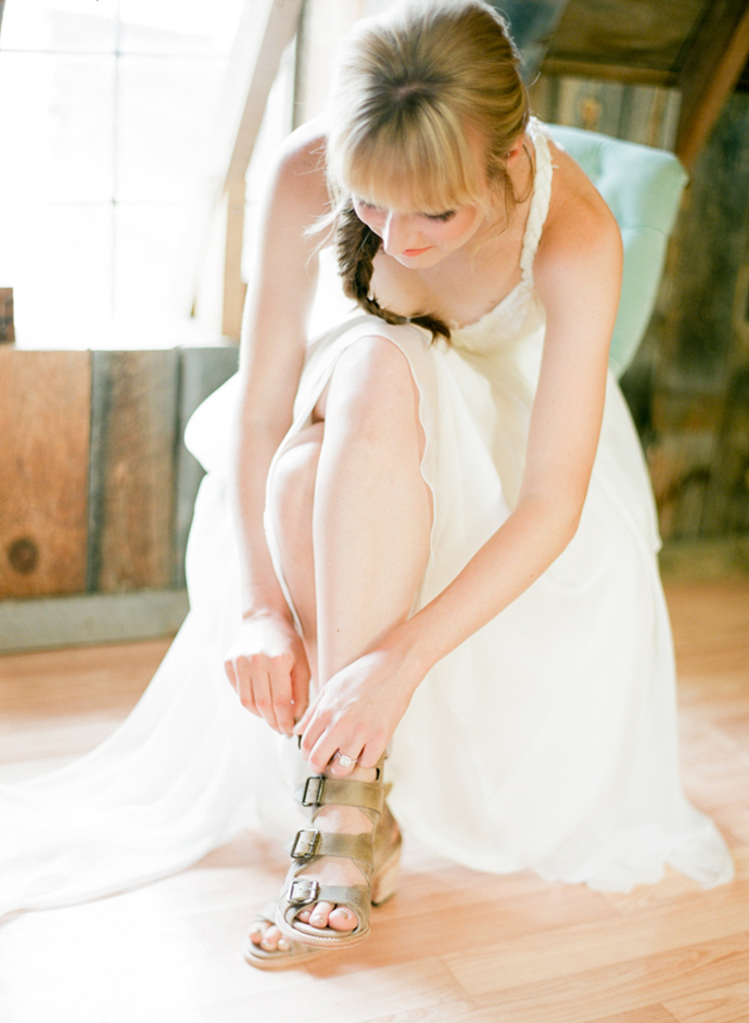 Colorful_Bohemain_Barn_Colorado_Wedding_by_Connie_Whitlock_018.jpg