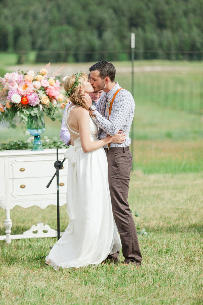 Colorful_Bohemain_Barn_Colorado_Wedding_by_Connie_Whitlock_130.jpg