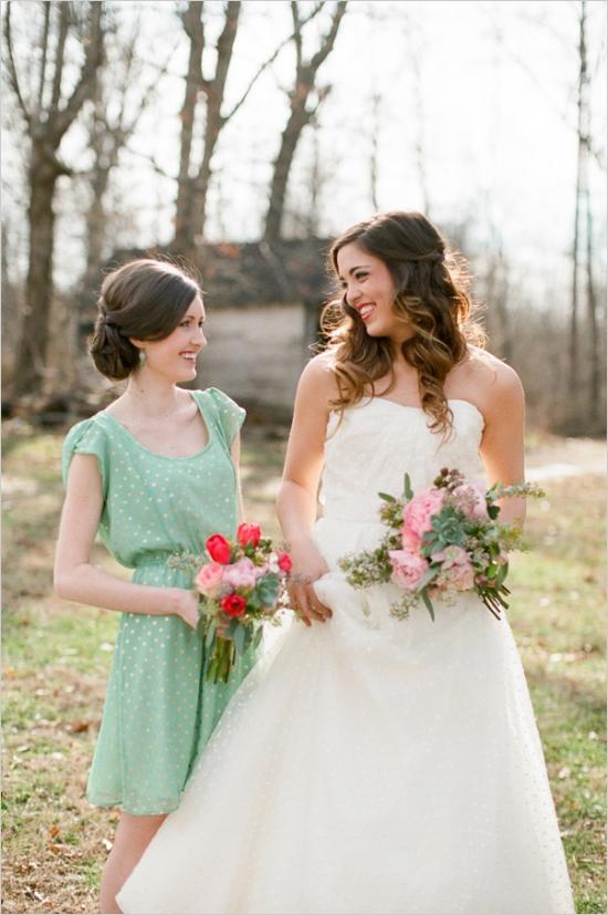 Photo by  Nancy Ray Photography via Wedding Chicks