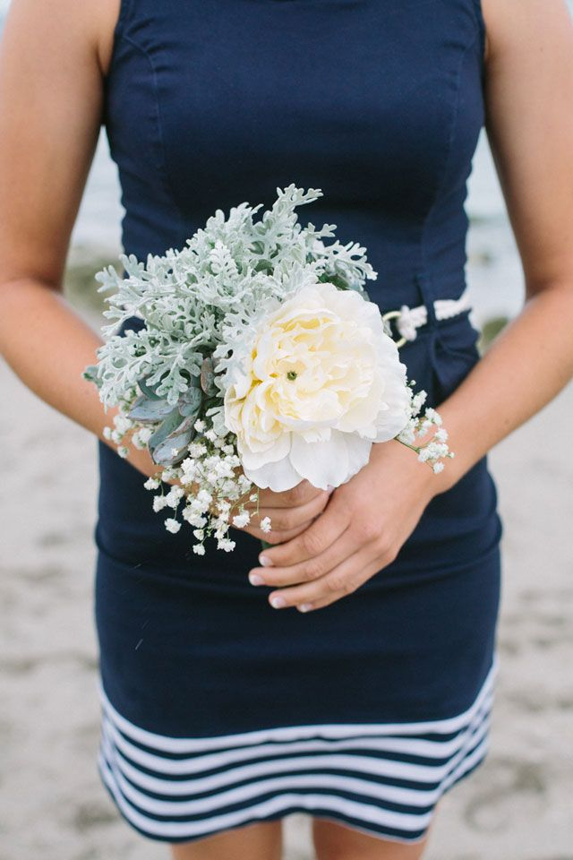 Photo by  Erica J Photography via  Artfully Wed