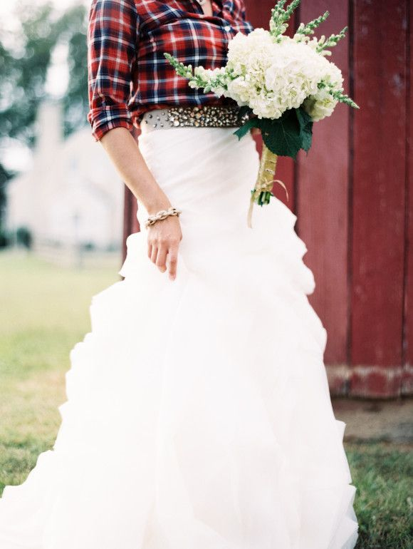 Photo by  Laura Gordon Photography via  Wedding Sparrow