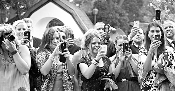 iphone, weddings, technology, social media, wedtiquette, wedding photos, wedding apps, mobile apps