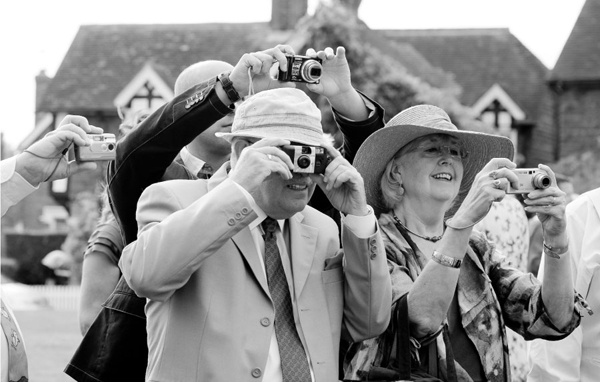 wedding, wedding party, friend, guest, types of guests, wedding photos, wedding ceremony, humor, paparazzi