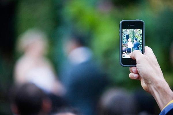 iphone etiquette, iphone wedding etiquette, wedding etiquette, modern wedding etiquette, tech etiquette, modern wedding etiquette, wedding advice, tech advice, wedding planning, wedding tips, wedding tricks, wedding photos, wedding app, wedding party app, wedding happy app, wedding happy planning app