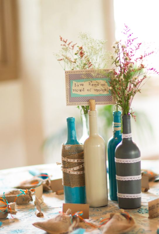 7 wine bottle centerpieces to DIY for your wedding! — Wedpics Blog