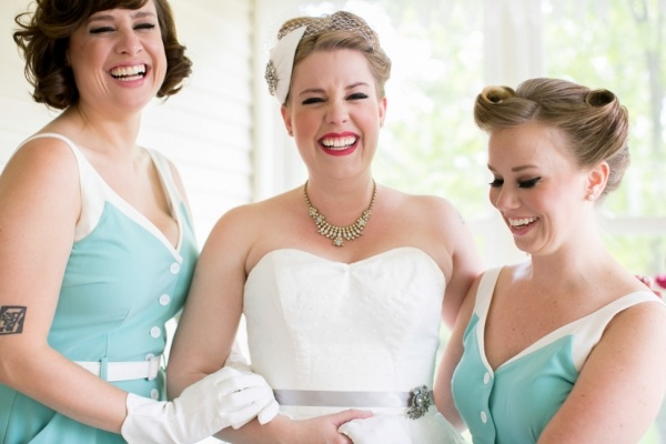 Lovely 50's vintage bride and her bridesmaids!