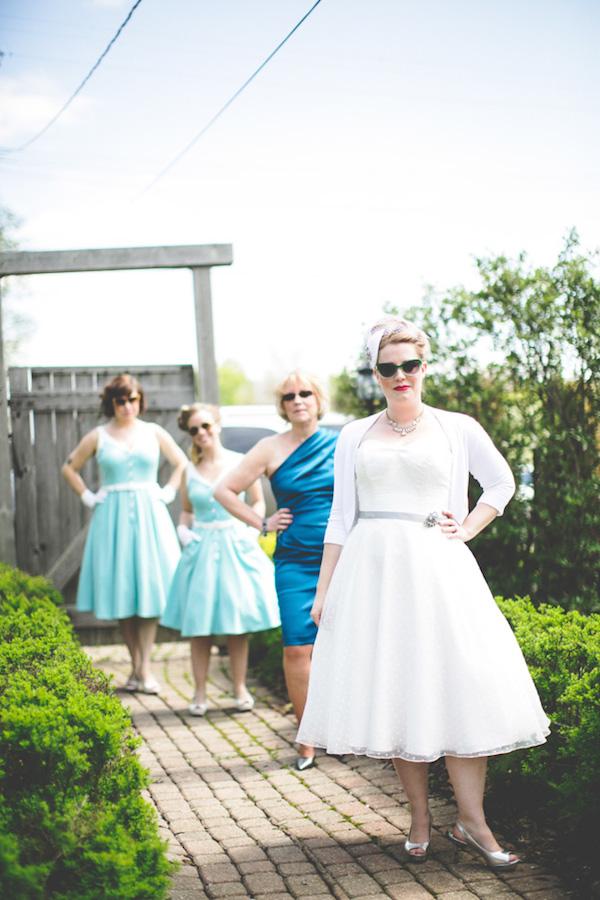 Stunning 50's vintage garden party bride with her bridesmaids