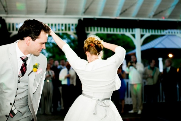 This bride and groom have real dance moves!