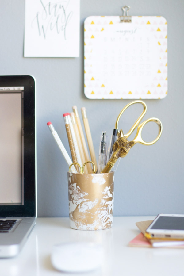 DIY Gift // marbled pencil jar