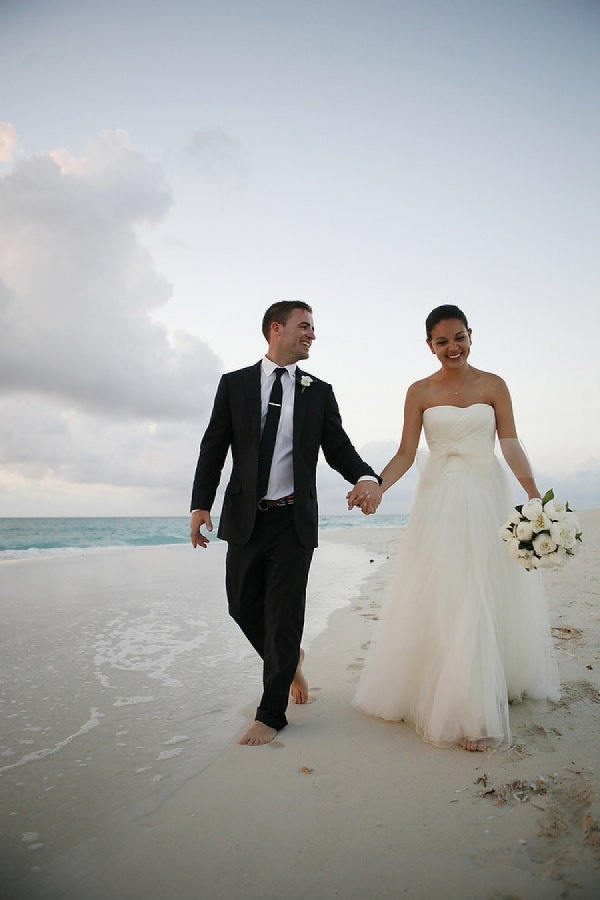 Attending a beach formal wedding? Read our guide on what to wear!