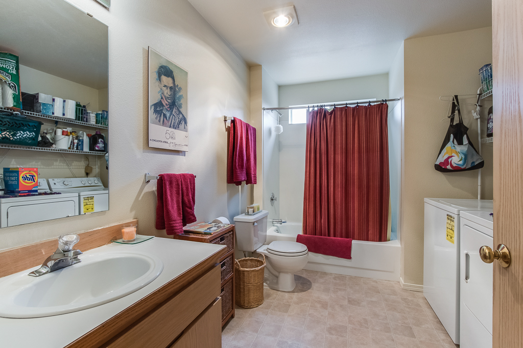 bath3-8157-MLS.jpg