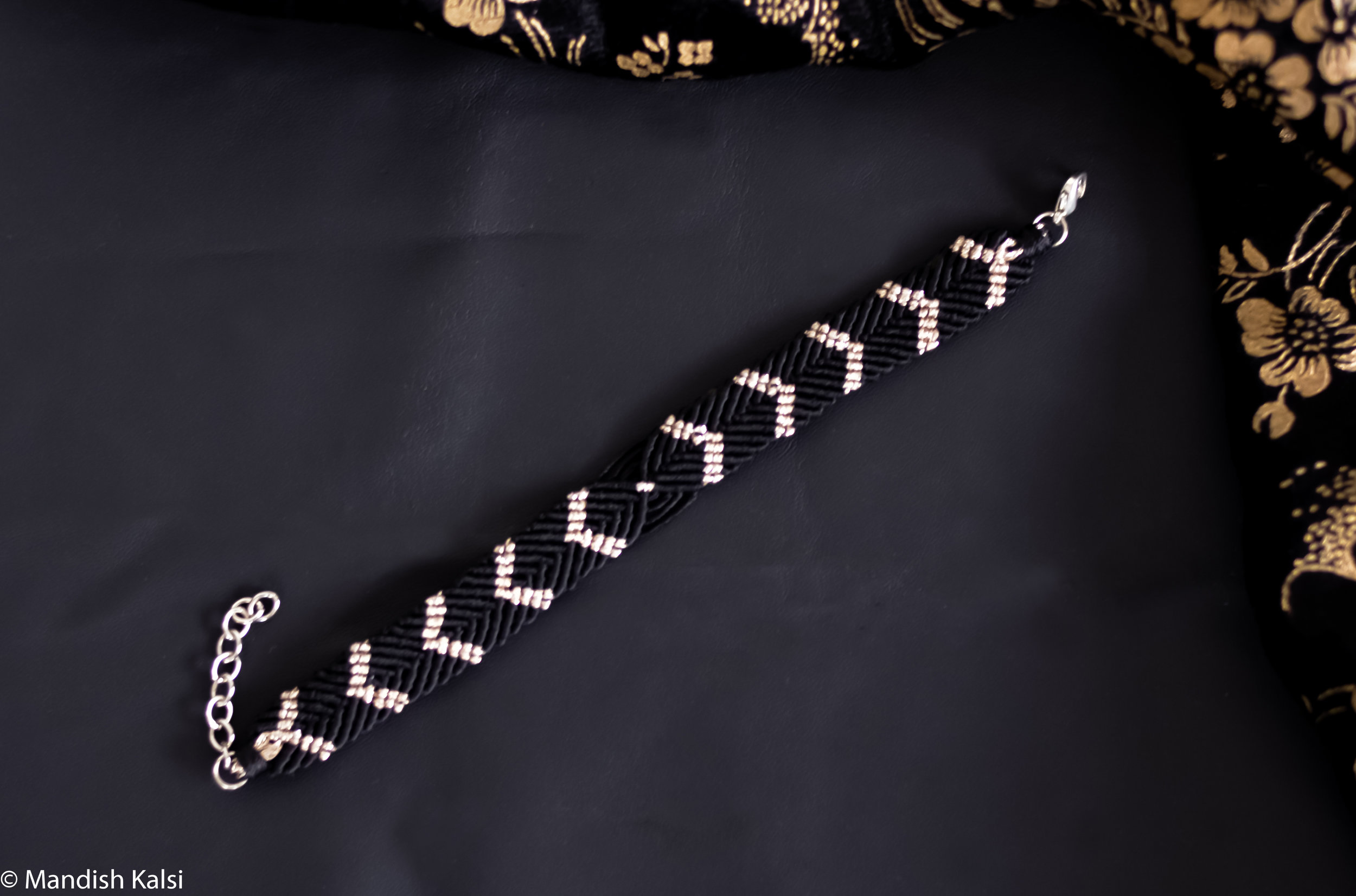 Ila bracelet  Duo coloured macrame.