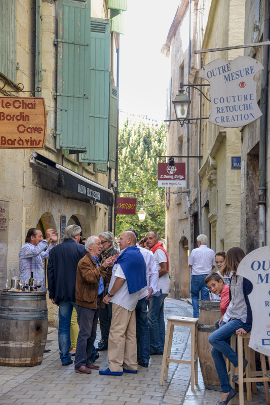 Perigueux aperitif time in Dordogne - guided tours of the dordogne