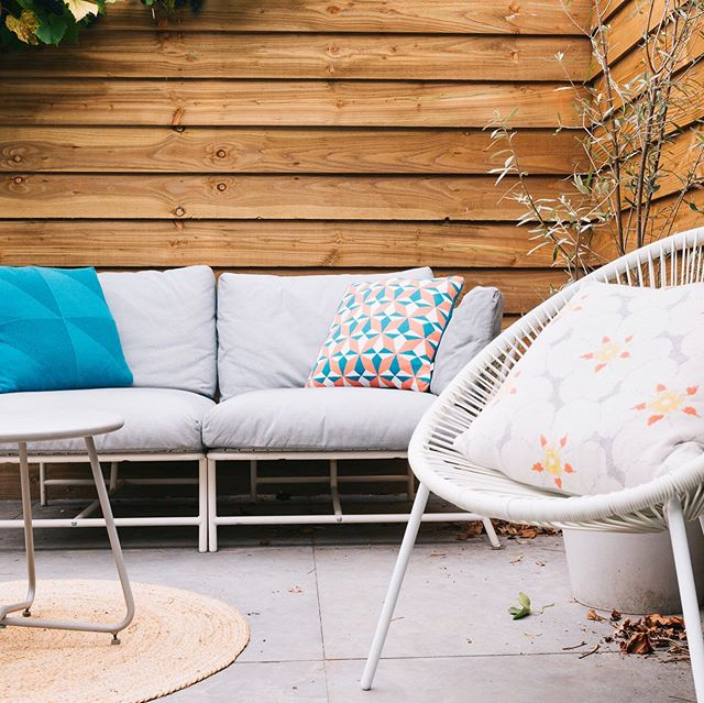 Sun is shining again ☀️☀️ time to give your outside space a bit of color!. Shop 👉🏼 www.agathaamsterdam.com . . . #agathaamsterdam #homecollection #homedecor #decoration #cushions #cushioncover #gardenlove #homeaccessories #gardendecor #gardeninspo #loveyourhome #sustainabledesign #tuindecoratie #sierkussens #dutchdesign #madeinportugal #textilepattern #knittedcushion #knittedjacquard #summervibes #interiordesign #interieurstyling #woondecoratie