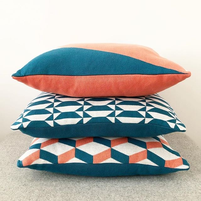 Beautiful stack. 🔷◽️🔷 You can make so many different combinations with our #cushions and #throws  Here our #lisboagrandecushion #azulejoportocushion & #azulejoaveirocushion . . . #agathaamsterdam #homeaccessories #homecollection #knittedcushion #cushioncover #sustainablebrand #sustainabledesign #madeinportugal #amsterdamlabel #azulejo #tilesofportugal #portuguesetiles #azulejoportugues #pattern #tilelove #interiordecor #sierkussens #decoratie #interieurdecoratie #pillowstack #coral #pantonelivingcoral