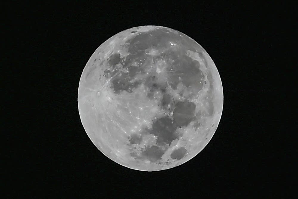 671523-20180330-bluemoon2.jpg
