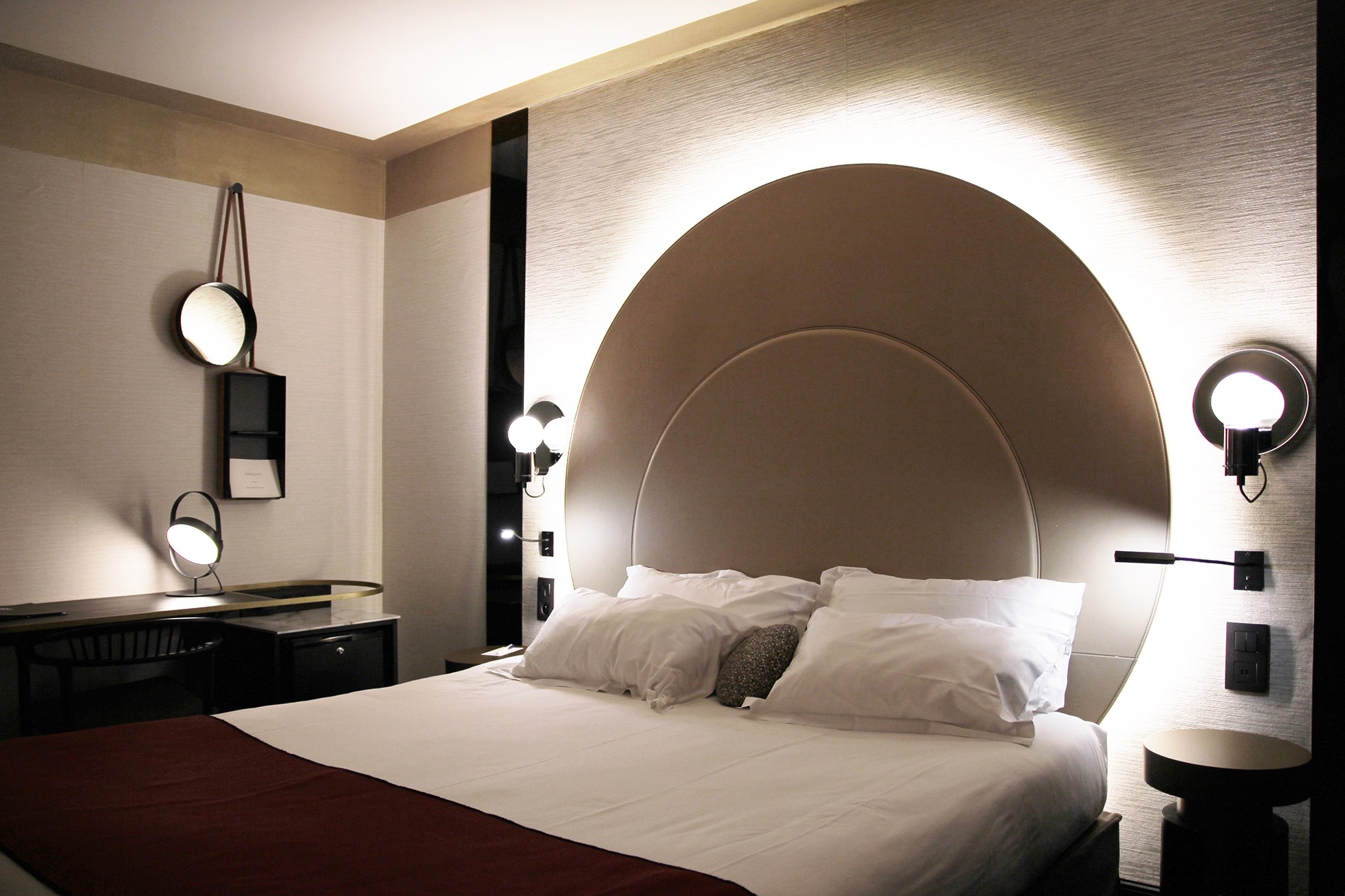 HAUTE-COUTURE - HOTEL UNIVERS, CANNES* * * *